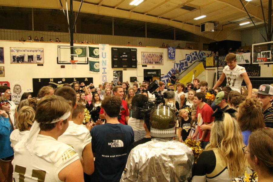 Sports+Anchor%2C+TJ+Eckert+raps+up+Pep+Rally+Friday+with+the+Inola+Longhorns.
